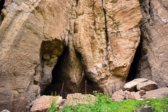 Mouth of cave Areni-1